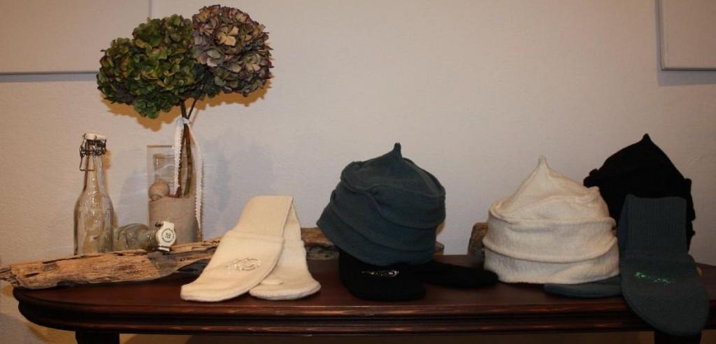 Neu im Sortiment: Fein verzierte feminine Noa-Noa Handschuhe und Mützen.