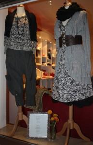 Mit Staff lassen sich unendlich viele Kombinationen kreieren. Besonders die Kleider und Tuniken bzw. die Hosen oder Röcke zusammen mit Tops oder Cardigans sind hierfür geeignet.
