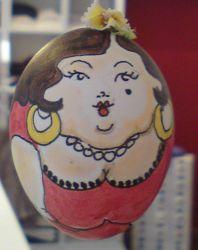 Das Osterei mit der eleganten Dame im Stil der 20er Jahre trägt bei uns die Nummer 13.