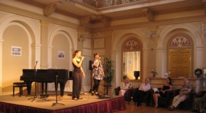 Das Eos Duett kreiert Musik unter dem Motto: vocal-joy - kompomiert und improvisiert.