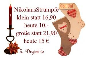 Man hängt die Nikolausstrümpfe am besten über einen Kamin, so dass der Nikolaus leicht mit Leckereien befüllen kann. Im 5. Türchen unseres Julekalenders gibt es zwei verschiedenen Größen zu reduzierten Preisen.