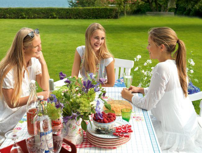 In der Spring / Summer Kollektion von 2012 findet sich alles, was man für eine Garten-Fete benötigt.
