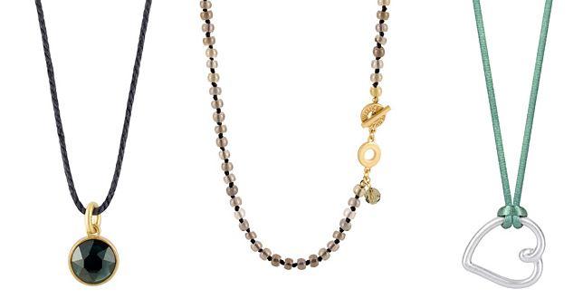 Die Halsketten von Sence-Copenhagen sind aus verschiedenen Materialien (hier: Messing und gewachste Baumwolle), besitzen verschiedene Farben (bspw. getragenes Gold) und sind mit Halb-Edelsteinen (hier bspw.: Glas oder ein grauer Agat) besetzt.