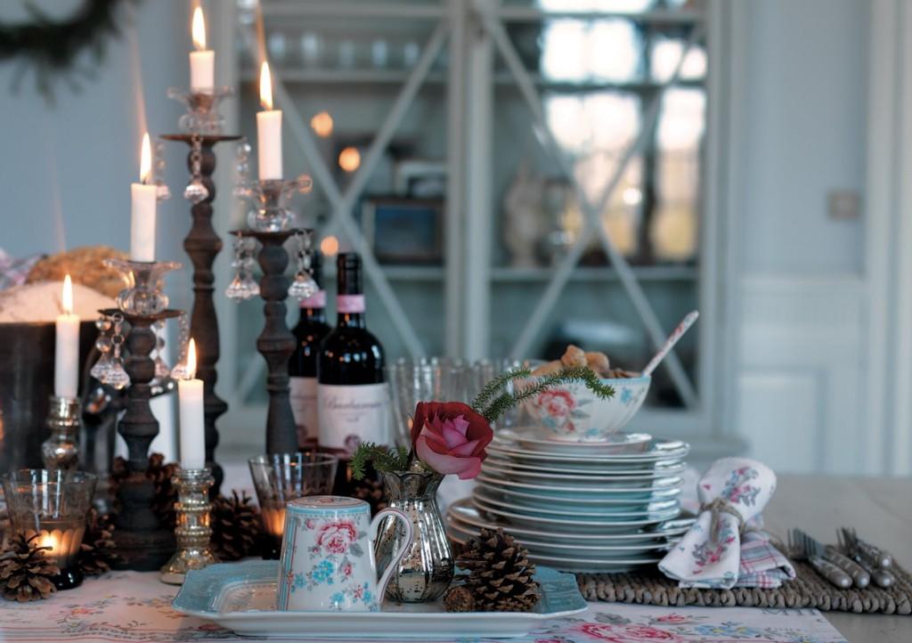 """Die Atmosphäre eines französischen Café oder Restaurant versinnbildlicht das Design """"Malou"""" aus der Herbst-Winter-Kollektion 2012 von Greengate."""