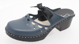 Den Klassiker unter den Calou Clogs gibt es auch in der Saison 2012 in verschiedenen Farben. Hier zu sehen ist der Clog in Schwarz-Blau.