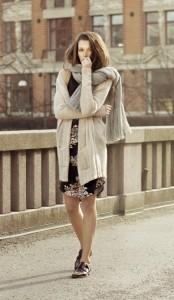 Für den Winter gibt es nichts anmutigeres als wohlig wärmende Strickjacken und Schals von By Ti-Mo.
