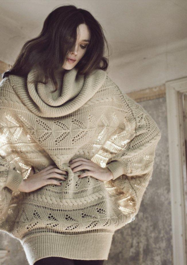 Gestrickte warme Wunterpullover mit romantischem Muster gibt es natürlich in der Winterkollektion 2012 von Noa-Noa.