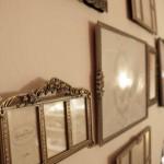 Bilderrahmen mit wunderbaren Verzierungen in Gold und mit glitzernden Steinen besetzt gibt es von Lisbeth Dahl. Egal ob für ein großes Bild oder für viele kleine Bilder in verschiedenen Größen: Einen besonderen Rahmen findet Ihr bei Lisbeth Dahl.