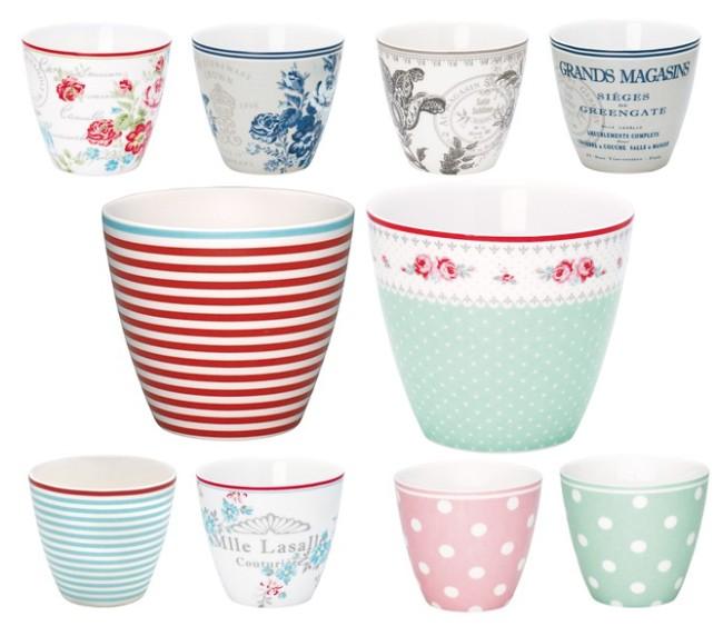 Wir haben eine Riesenauswahl an Latte Cups von Greengate. 1. Reihe: STWlatcam0106, STWlatcam2806, STWlatedi8306, STWlatgra06; 2. Reihe: STWlatjul1006, STWlatsan3306; 3. Reihe: STWlatjul2506, STWlatmal0106, STWlatnao1506, STWlatnao3306