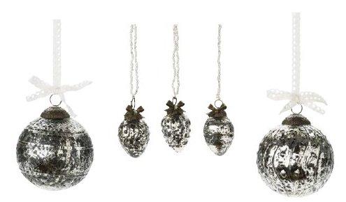Von links nach rechts: 1. Lisbeth-Dahl Weihnachtskugel Ornament Antik Grau 8 cm (XM00350); 2. Lisbeth-Dahl Weihnachtsschmuck Ornament mit Perlenkette Antik Silber 3er-Set 4cm (XM00348); 3. Lisbeth-Dahl Weihnachtskugel Ornament Antik Grau mit Punkten 8 cm (XM00352)