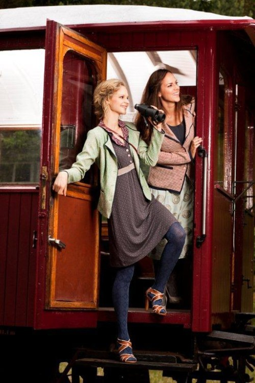 Strickjacke, Jacke und Kleider aus Spring 2013 von Container