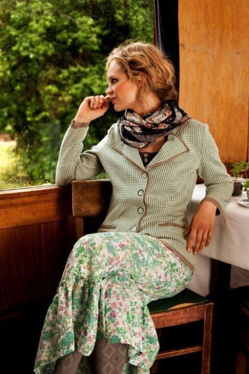 Grüne Strickjacke und Kleid aus Spring 2013 von Container