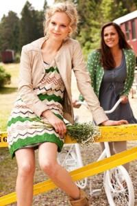 Container-Kleider und Strickjacken aus der Frühlingskollektion 2013