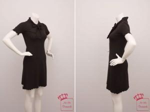 Knielanges schwarzes Kleid von by Ti-Mo mit Schleife