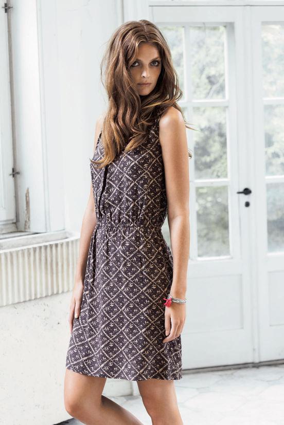 März - Outfit 4 - Kleid, Armband (Quelle: noanoa.com)