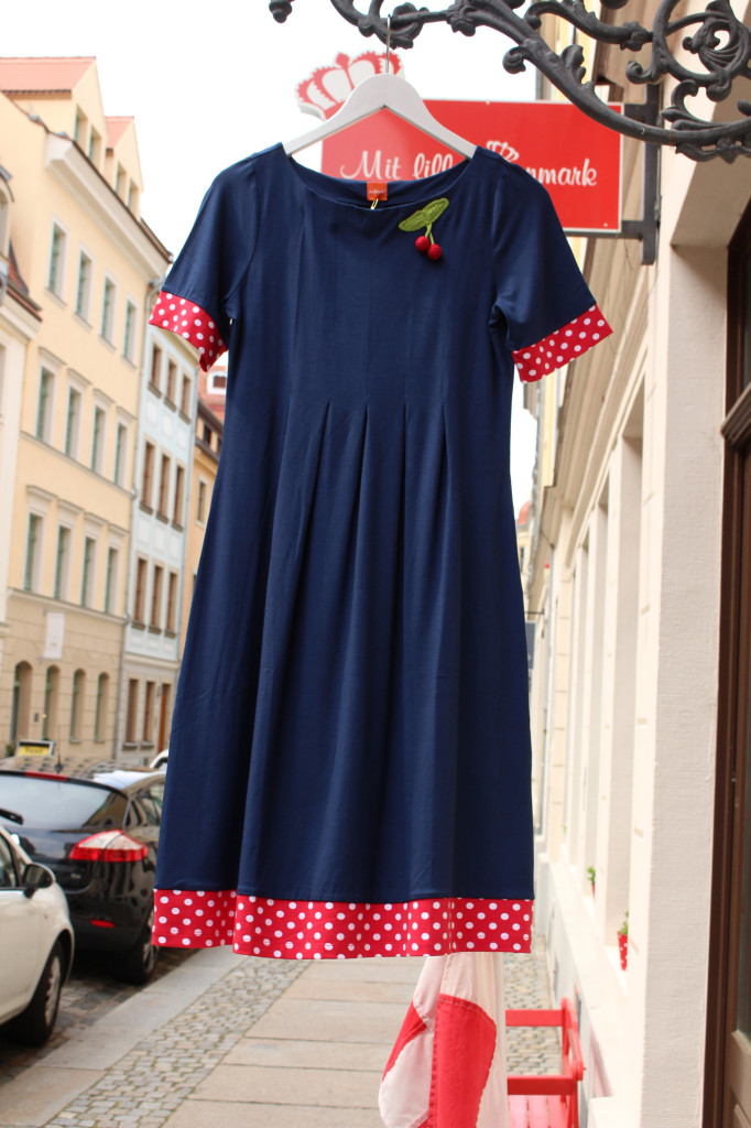 Beispiel: Wo hängt dieses schöne Kleid von Du Milde im Barockviertel Dresden?