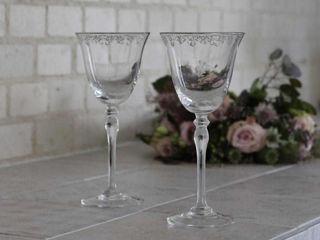 Weinglas mit Silberranke